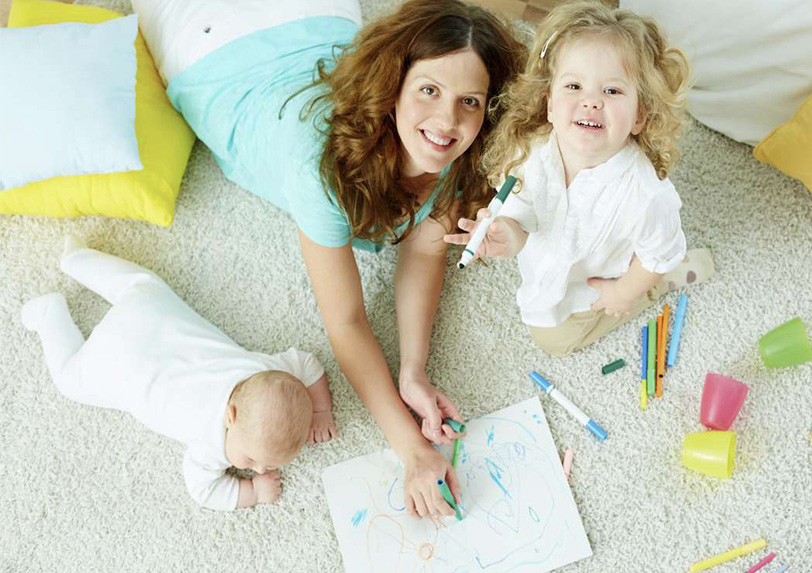 au pair colouring with kids